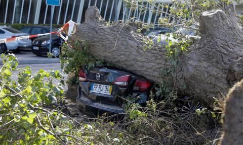 Ο «κυκλώνας–ζόμπι» Λέσλι «σαρώνει» και την Ισπανία με ανέμους–ρεκόρ: Δείτε LIVE εικόνα