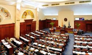 Σκοπιανό «ώρα μηδέν»: Δραματική συνεδρίαση στη Βουλή των Σκοπίων για τη συνταγματική αναθεώρηση