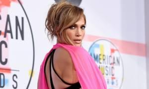 Δέκα φορές που η Jennifer Lopez πόζαρε με την κυτταρίτιδά της και μας έκανε να την παραδεχτούμε