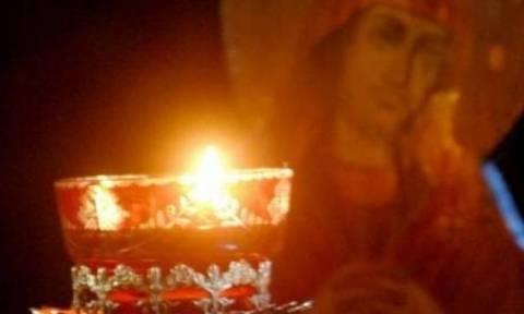 Γιατί ανάβουμε κεριά και καντήλι στους τάφους των νεκρών;