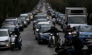 «Φρένο» στην αναγκαστική ακινησία των ανασφάλιστων οχημάτων! Θα καταβάλλονται τα τέλη κυκλοφορίας