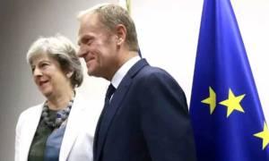 Σύνοδος Κορυφής: Η Μέι κλείνει το... μάτι στην παράταση για το Brexit