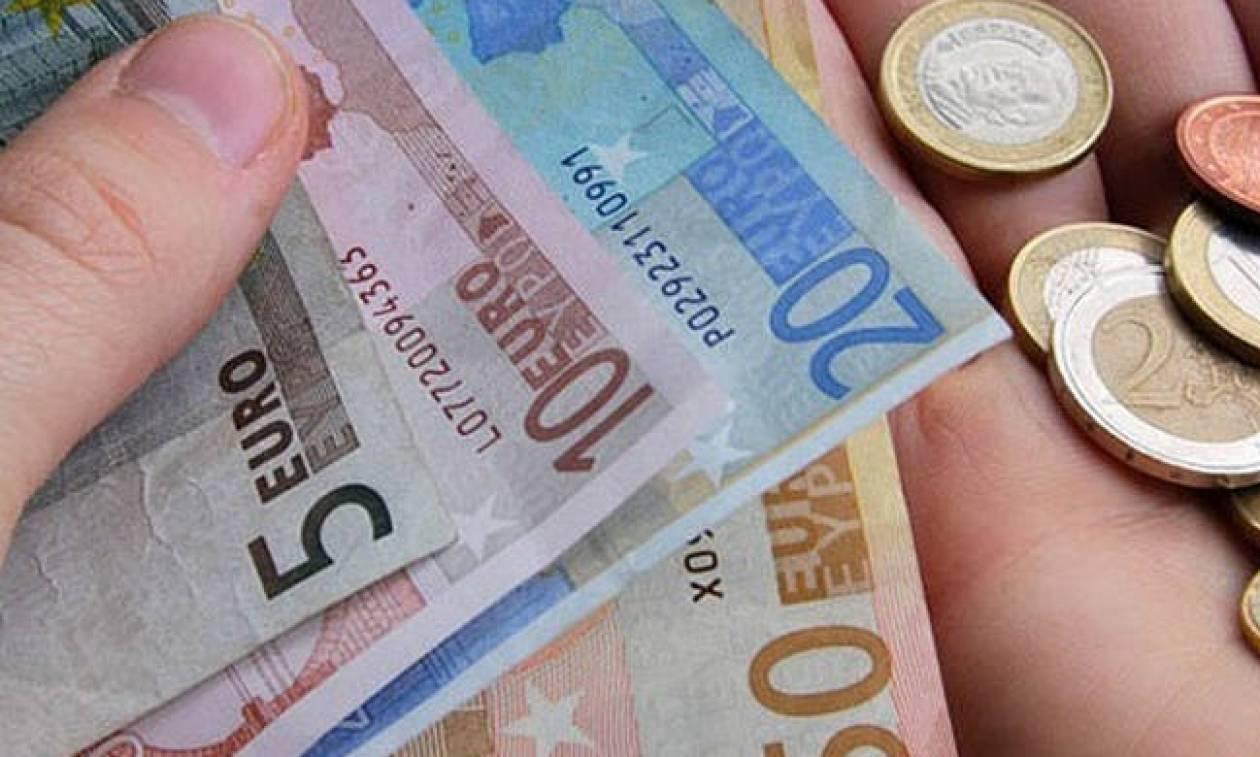 ΟΠΕΚΑ: Σε εξέλιξη οι αιτήσεις για το επίδομα των 1.000 ευρώ - Δείτε αν το δικαιούστε