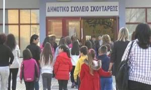 Σέρρες: Δεκάδες μαθητές δεν πήγαν σχολείο διαμαρτυρόμενοι για τα προσφυγόπουλα (vid)
