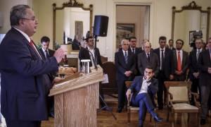 Τσίπρας: Σε ευχαριστώ γι' αυτά τα τέσσερα χρόνια - Κοτζιάς: Αθλιότητες τα περί μυστικών κονδυλίων
