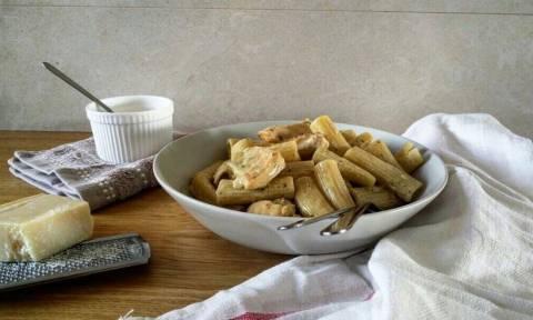 Η συνταγή της ημέρας: Ριγκατόνι με κοτόπουλο και πέστο βασιλικού