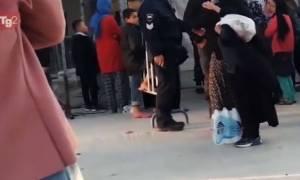 Μόρια: Σάλος και ΕΔΕ για το βίντεο της RAI με αστυνομικούς που βρίζουν ηλικιωμένη