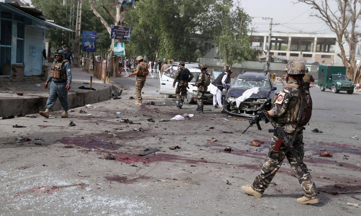 Φρίκη στο Αφγανιστάν: Βομβιστής αυτοκτονίας έβαψε τις εκλογές στο αίμα – Τουλάχιστον 15 νεκροί