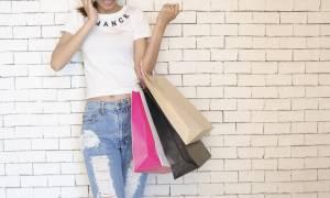 Φθινοπωρινές εκπτώσεις – Πότε ξεκινούν και ποια Κυριακή θα είναι ανοιχτά τα καταστήματα