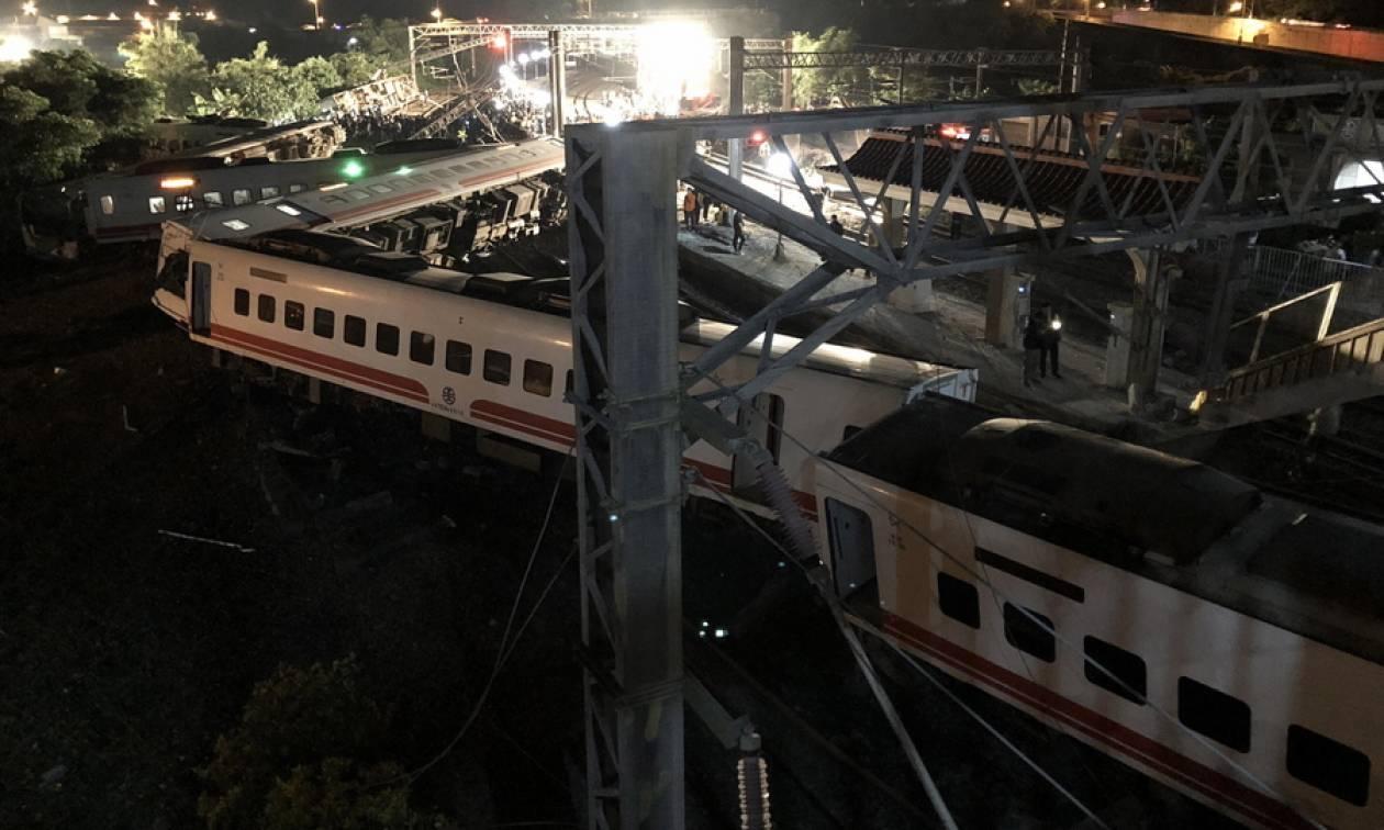 Τραγωδία στην Ταϊβάν: Πολύνεκρο δυστύχημα με εκτροχιασμό τρένου (vid)