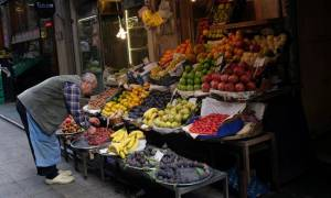 Γιατί «πλημμυρίζει» με Έλληνες κάθε Πέμπτη το Αϊβαλί;