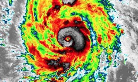 Έρχεται «βιβλική» καταστροφή: Κώδωνας κινδύνου για τον τυφώνα Ουίλα - Δείτε LIVE εικόνα