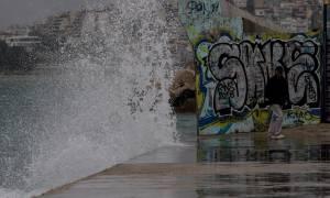 Καιρός: Ο «Ορέστης» σαρώνει την Ελλάδα με καταιγίδες, χαλάζι και κρύο