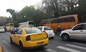Αυτοψία Newsbomb.gr: Κίνηση στην Αθήνα - Πώς τα τουριστικά λεωφορεία επιδεινώνουν το πρόβλημα (pics)