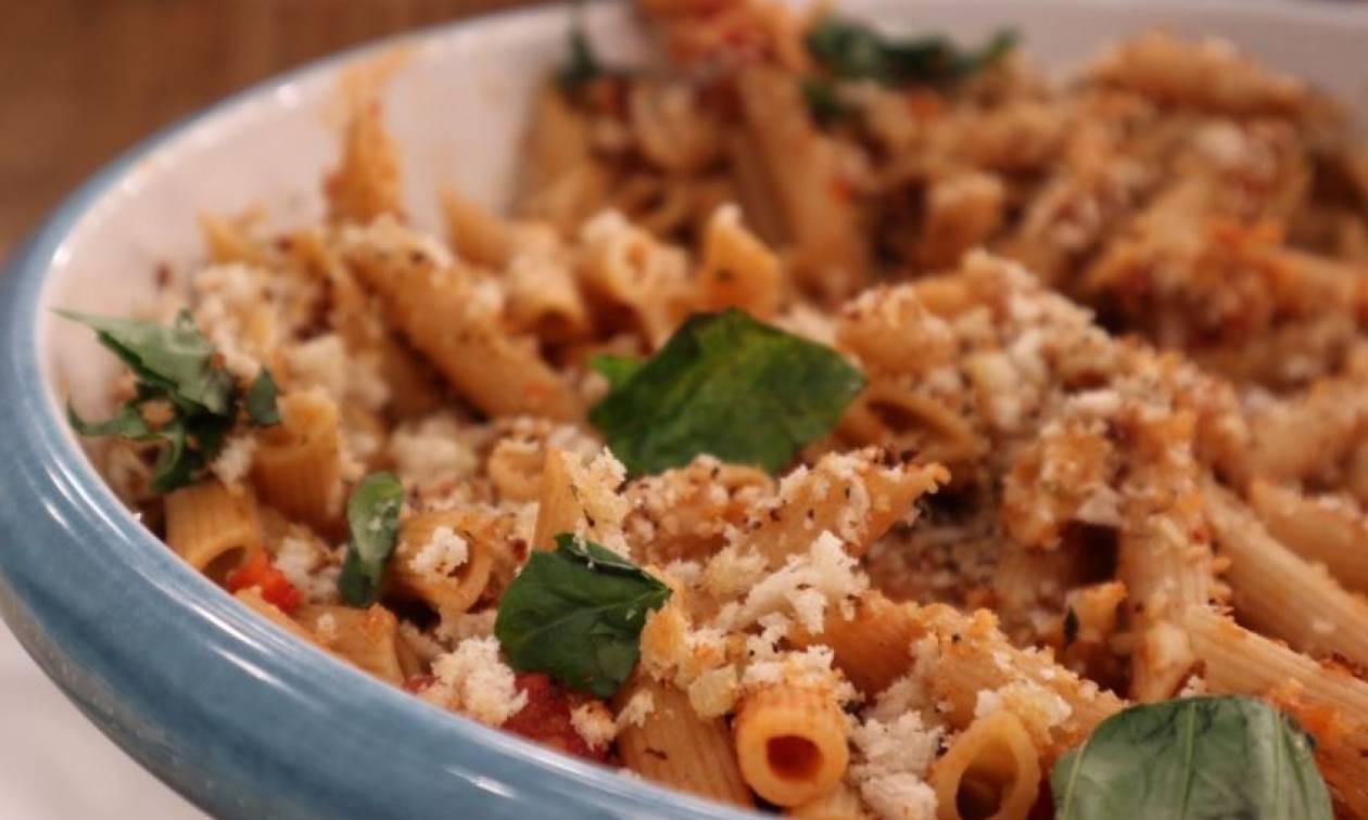 Η συνταγή της ημέρας: Σπαγγέτι ολικής άλεσης με σάλτσα καπνιστής πιπεριάς