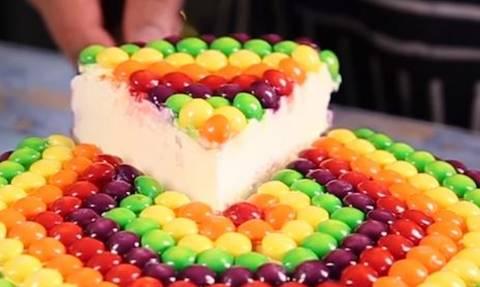 Αυτό το Cheesecake θα σας λιγώσει και μόνο στην... εικόνα!