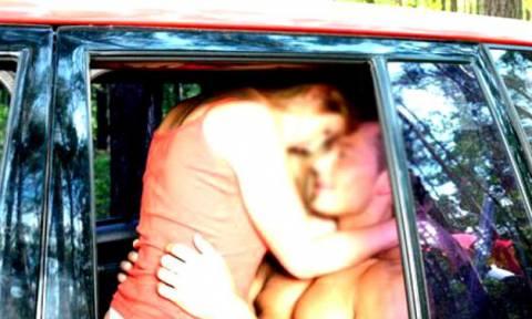 Άξιζε τον κόπο; Έκαναν σεξ τρέχοντας με αμάξι στην εθνική και τώρα τους ψάχνει όλη η αστυνομία (Vid)