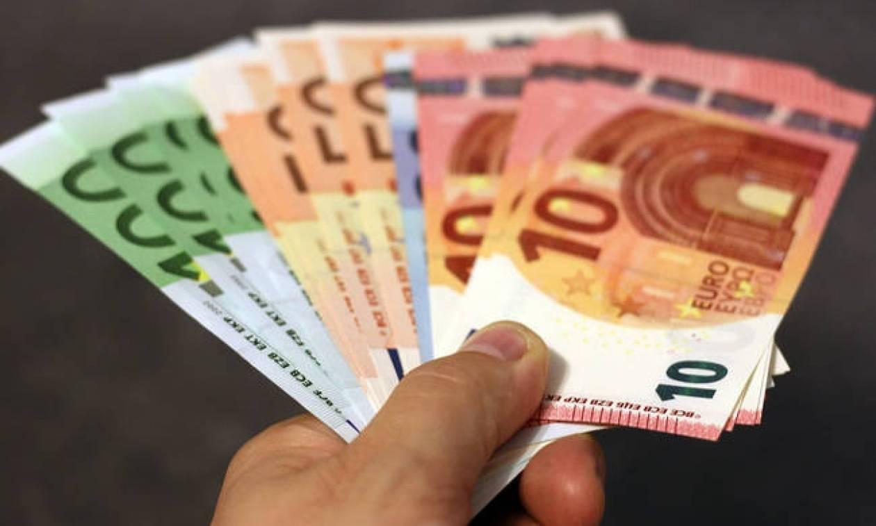 ΟΠΕΚΑ: «Τρέχουν» οι αιτήσεις για το επίδομα των 1.000 ευρώ - Δείτε αν το δικαιούστε