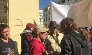 Θεσσαλονίκη: Στο πλευρό των μουσικών που διαμαρτύρονταν για προσαγωγή συναδέλφου τους ο Manu Chaο