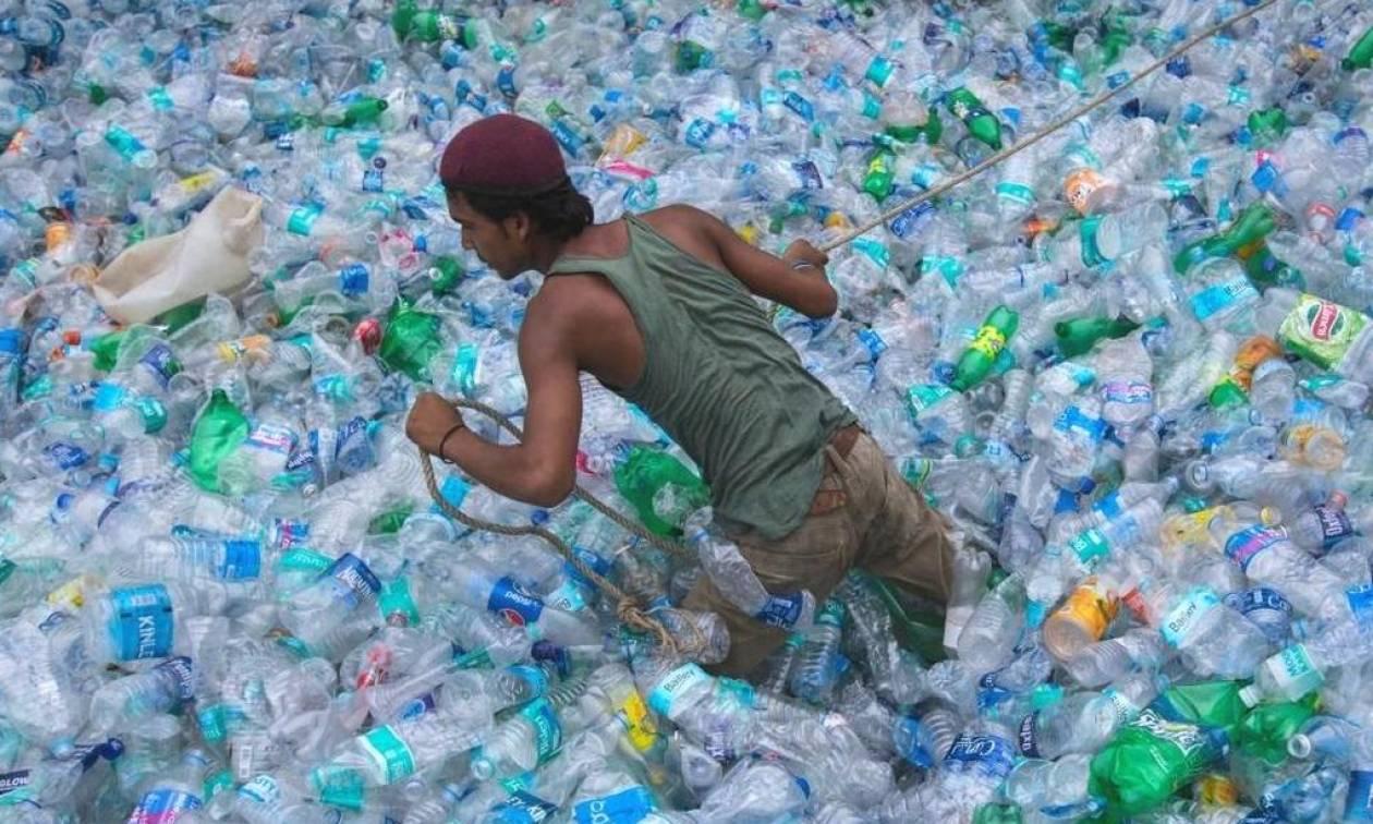 Ανακοίνωση – «βόμβα»: Μετά τα καλαμάκια έρχεται απαγόρευση και σε δεκάδες άλλα πλαστικά προϊόντα