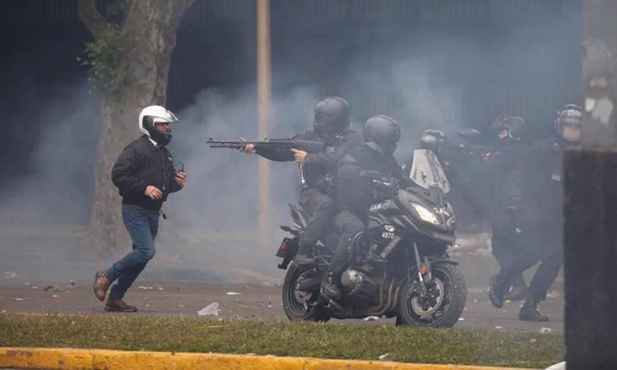 Βίαια επεισόδια στην Αργεντινή: Διέλυσαν τεράστια διαδήλωση κατά της λιτότητας με πλαστικές σφαίρες