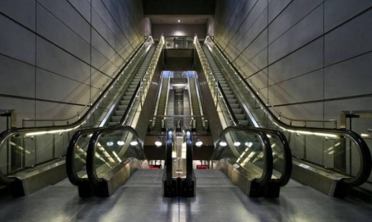 Εσείς ξέρετε γιατί οι κυλιόμενες σκάλες έχουν οριζόντιες γραμμές;