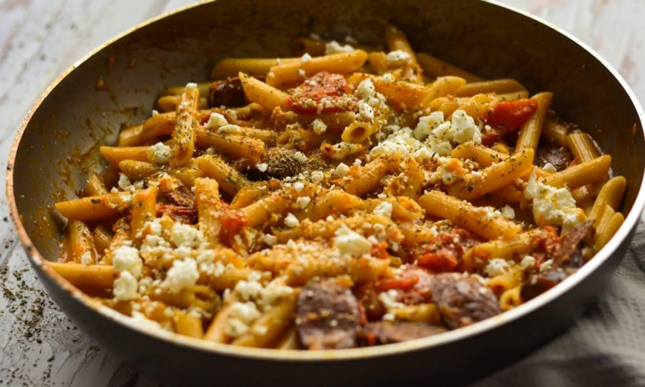 Η συνταγή της ημέρας: Πένες με λουκάνικο και φέτα