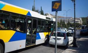 Τρόμος στην Καλλιθέα: Άγνωστοι πετούσαν πέτρες σε λεωφορεία