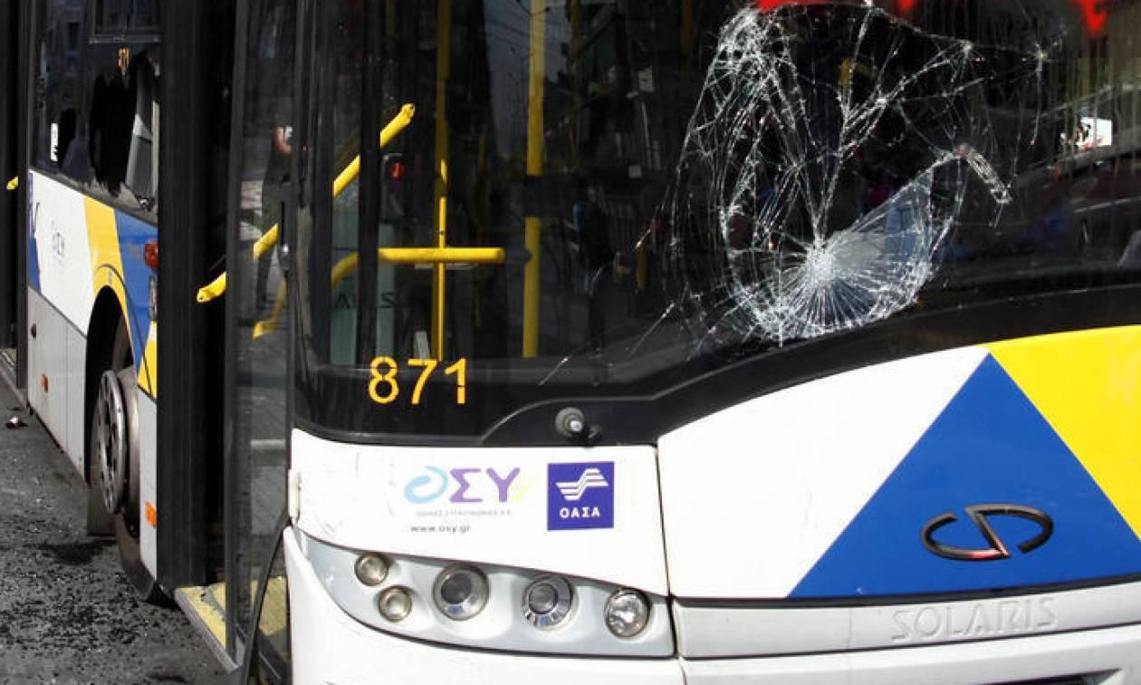 Νέες επιθέσεις σε λεωφορείο στη Συγγρού και σε τρένο στα Πετράλωνα – Μια τραυματίας