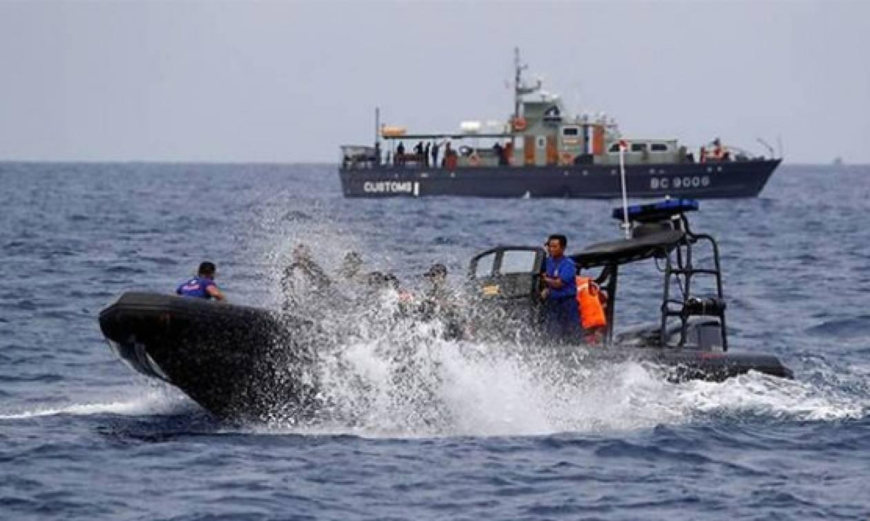 Ινδονησία: Δύτες ανέσυραν το ένα από τα μαύρα κουτιά του Boeing της Lion Air (video)