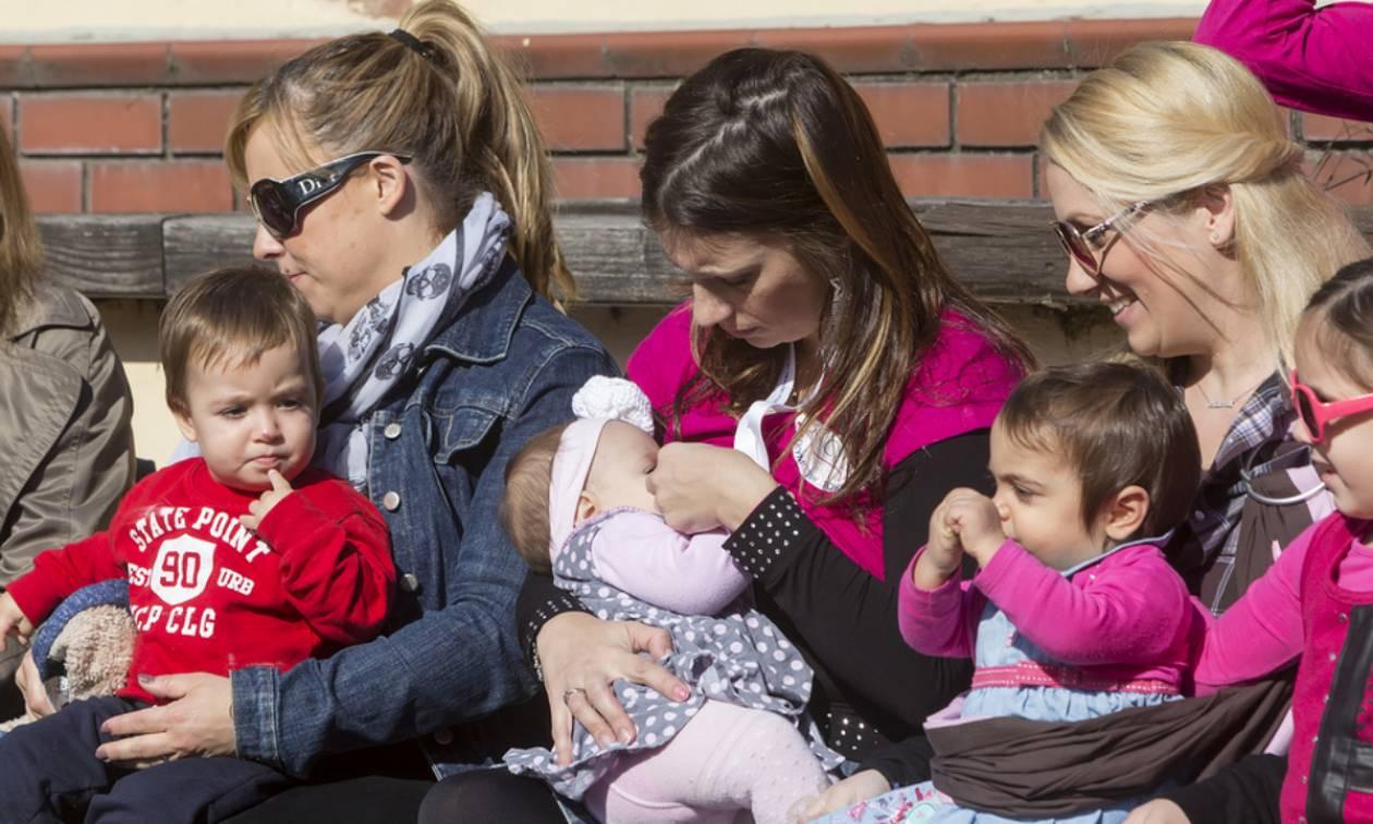 Πανελλαδικός Ταυτόχρονος Δημόσιος Θηλασμός 2018: Οι Ελληνίδες μαμάδες στέλνουν το δικό τους μήνυμα