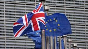 Brexit: Η ΕΕ θα προτείνει συμβιβασμό για τα τελωνεία και τα σύνορα