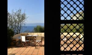 Πωλείται για 4,5 εκατ. ευρώ το σπίτι του Μιαούλη στην Ύδρα (pics)