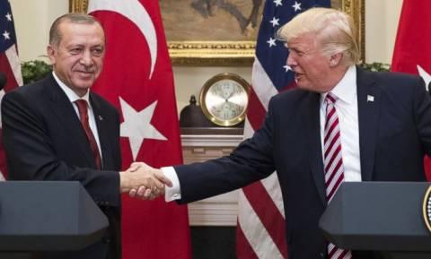 Στροφή 180 μοιρών του Τραμπ υπέρ του Ερντογάν: Προσφέρει εκατομμύρια για τη σύλληψη των εχθρών του