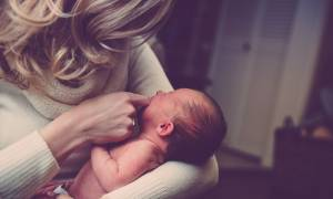 ΟΠΕΚΑ: Είστε μητέρα; Προλάβετε το επίδομα των 1.000 ευρώ - Κλείνουν οι αιτήσεις