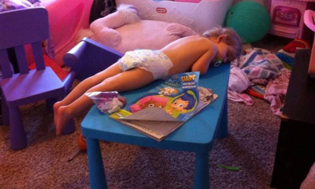 Τα παιδιά είναι ικανά να κοιμηθούν οπουδήποτε και ιδού οι αποδείξεις (pics+vid)