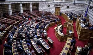 Βουλή: Ενός λεπτού σιγή στη μνήμη του Κωνσταντίνου Κατσίφα (vid)