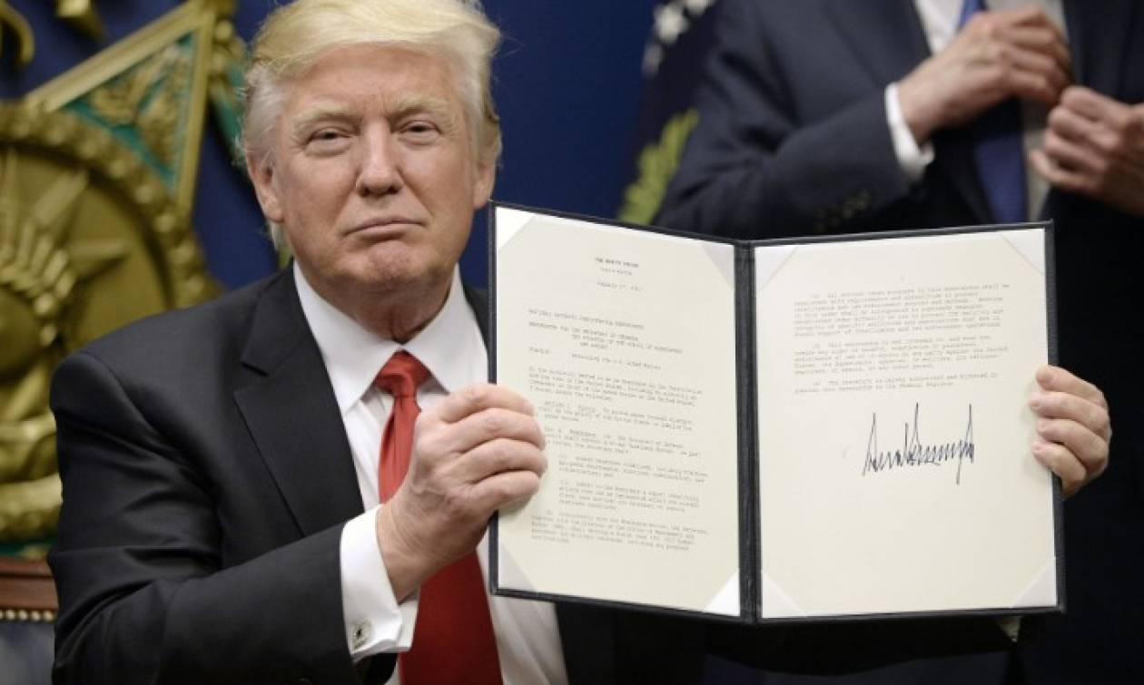 ΗΠΑ: Ο Τραμπ υπέγραψε την εντολή που θα απαγορεύει στους παράτυπους μετανάστες να αιτηθούν άσυλο