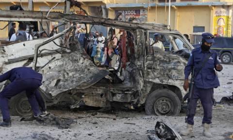 Τριπλή βομβιστική επίθεση στη Σομαλία: Στους 53 οι νεκροί - Ξεπέρασαν τους 100 οι τραυματίες (vid)