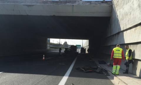 Τροχαίο δυστύχημα στην Αθηνών - Λαμίας - Μεγάλο μποτιλιάρισμα στην κάθοδο (pics&vids)