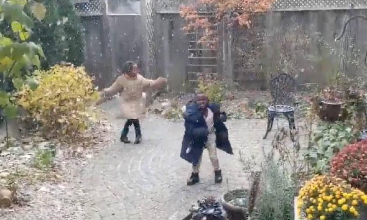 Παιδιά από την Αφρική βλέπουν χιόνι για πρώτη φορά. Η αντίδρασής τους θα σας συγκινήσει (video)