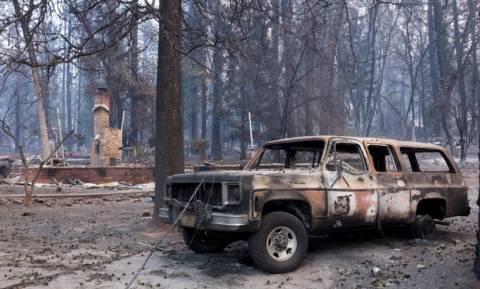 Πώς η φονική πυρκαγιά στην Καλιφόρνια θυμίζει το Μάτι: Οι ομοιότητες σε ένα βίντεο