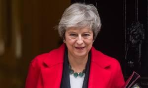 Brexit: Στο χείλος του γκρεμού η Τερέζα Μέι - Πρόταση μομφής μετά το «τσουνάμι» παραιτήσεων (vids)