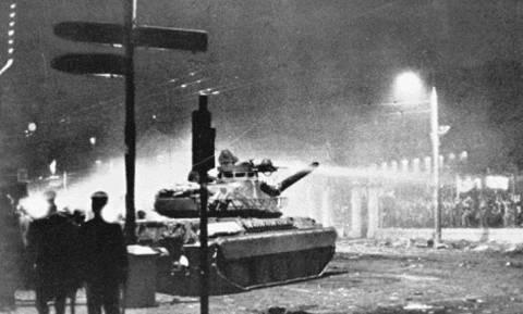 Σαν σήμερα 17 Νοέμβρη το 1973 η Χούντα καταστέλλει την εξέγερση του Πολυτεχνείου (Vid)
