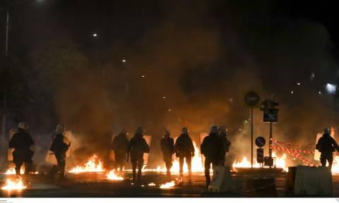 Επεισόδια και στη Θεσσαλονίκη: Φωτιές, οδοφράγματα και μολότοφ έξω από το ΑΠΘ (vids+pics)