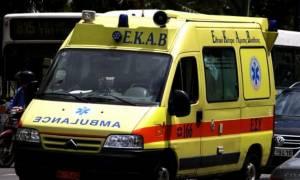 Θρίλερ στην Πάτρα: Νεαρός βρέθηκε σε μια λίμνη αίματος στα σκαλιά πολυκατοικίας