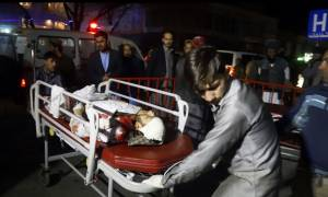 «Λουτρό» αίματος στην Καμπούλ: Βομβιστής αυτοκτονίας ανατινάχθηκε σε αίθουσα γάμων σκοτώνοντας 50