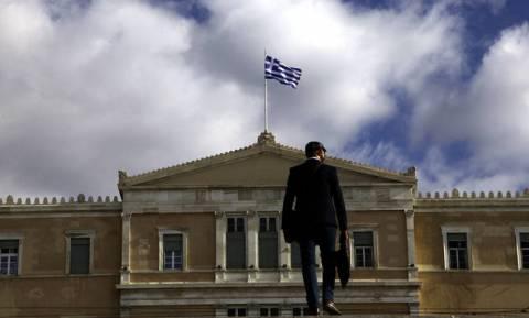 Public Issue: Οκτώ στους δέκα Έλληνες τα βλέπουν... μαύρα για τη χώρα