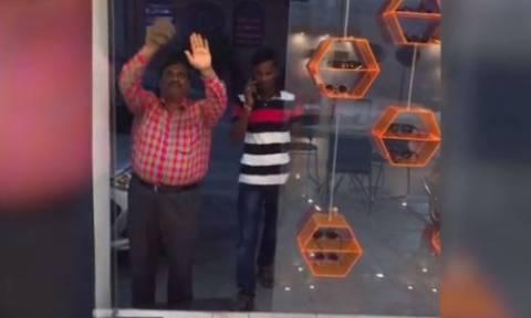 Η απίστευτη viral φάρσα της Ινδίας (vid)