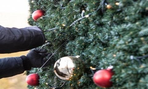 На Кипре проводится конкурс на лучшее рождественское украшение витрины магазина
